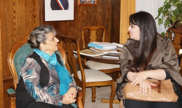 Soprano viñamarina que tuvo destacada presentación en concurso internacional de canto en España fue recibida por alcaldesa Virginia Reginato