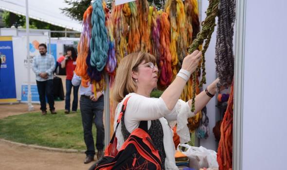Emprendedores locales exhiben novedosos productos naturales en Viña del Mar