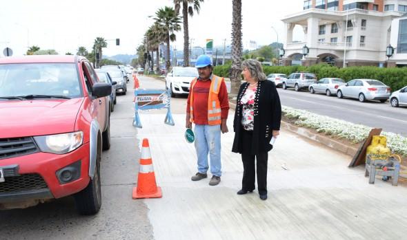 Calzada de recta a Las Salinas es sometida a intensa reparación por parte del Municipio de Viña del Mar