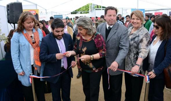 Feria laboral impulsada por alcaldesa Virginia Reginato incluyó vacantes para adultos mayores y personas con capacidades diferentes