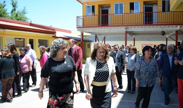 Escuela Ministro Zenteno de Achupallas cuenta con renovada infraestructura que fue inaugurada por alcaldesa Virginia Reginato