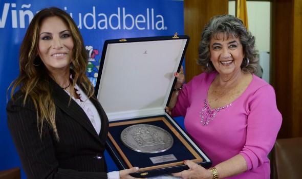 Reconocimiento a la cantante  Myriam Hernández entregó alcaldesa  Virginia Reginato