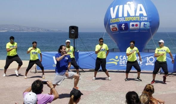 Figura mundial de la zumba, Hermann Melo dictó clase en Playa del Deporte  de Viña del Mar