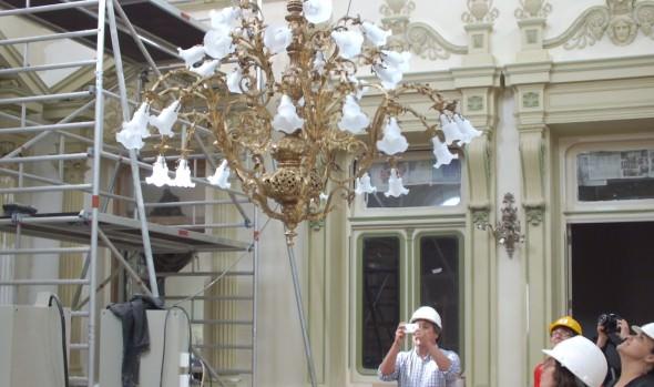 Municipio de Viña del Mar recibe primeros objetos de metal restaurados del  Palacio Rioja
