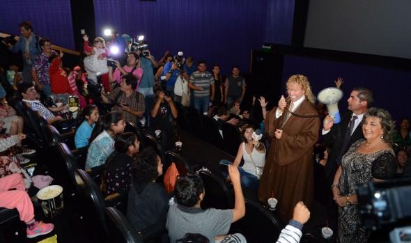 450 niños disfrutaron de película star wars, invitados por Leonardo Farkas y municipio de Viña del Mar