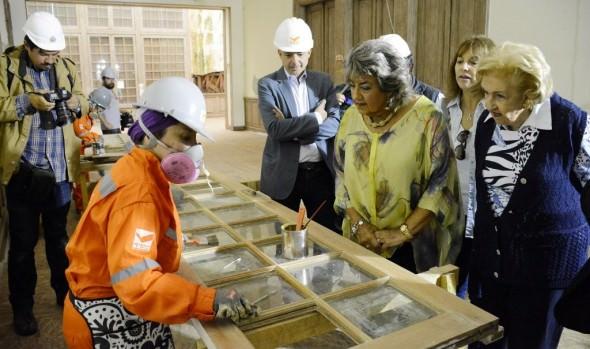 Alcaldesa Virginia Reginato visitó obras de recuperación del Palacio Vergara