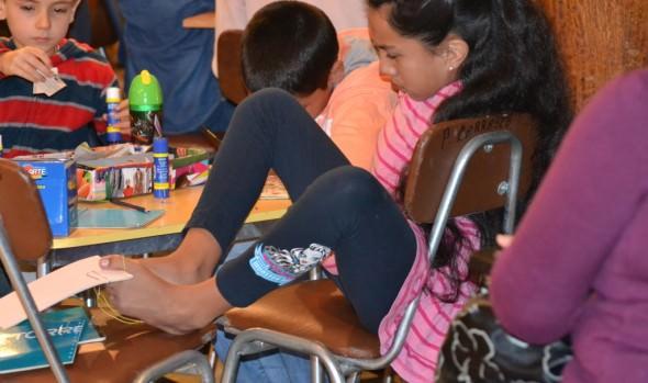 Niños disfrutaron entretenido Taller de Ilustración y Encuadernación de la Biblioteca Municipal