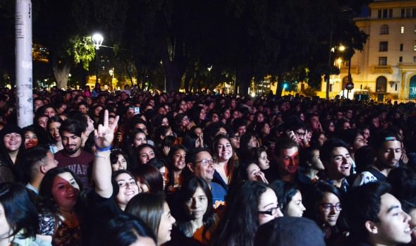Exitoso concierto de Francisca Valenzuela marcó celebración del Día del Amor en Viña del Mar