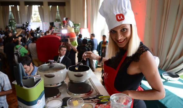 Candidatas a reina del festival cocinaron para organizaciones comunales de Viña del Mar