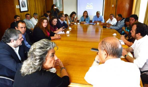 Gestiones para soluciones en Campamento Felipe Camiroaga realizó alcaldesa Virginia Reginato
