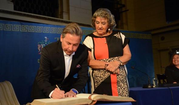 Cantante Ricardo Montaner declarado Visita Ilustre de Viña del Mar por alcaldesa Virginia Reginato