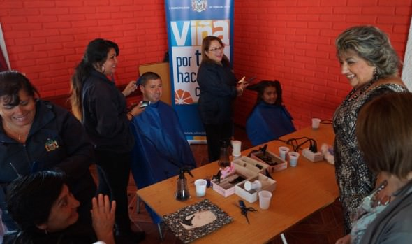 Miles de escolares viñamarinos se benefician con operativo de corte de pelo gratuito