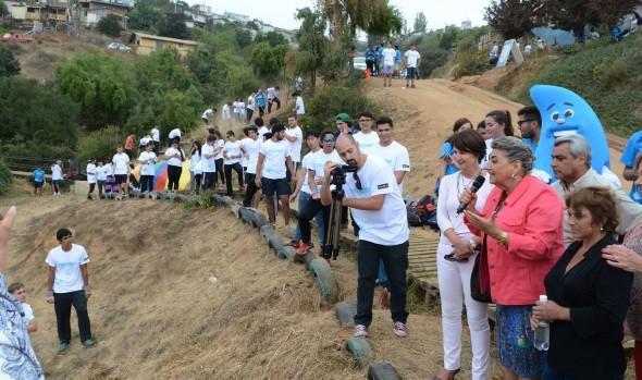 Mechoneo social de UAI y municipio de Viña del Mar benefició a vecinos de comité Villa La Pradera