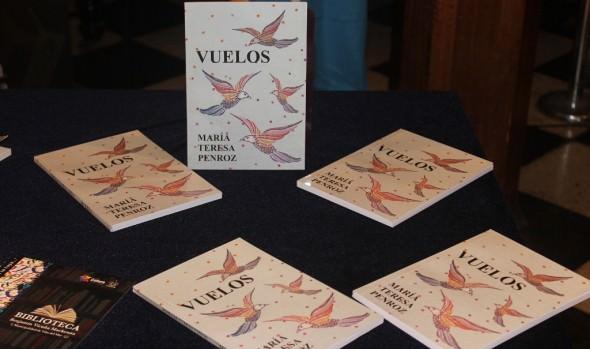 Poetisa María Teresa Penroz dona sus libros a la  Biblioteca Municipal de Viña del Mar