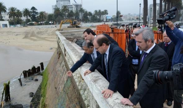 Ministerio  de Obras Públicas reparará socavón provocado por marejadas en avenida Marina en Viña del Mar