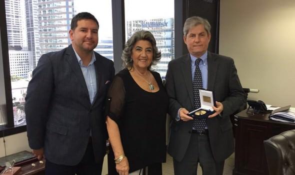 Alcaldesa Virginia Reginato promociona Viña del Mar en Feria Mundial de Cruceros en Miami