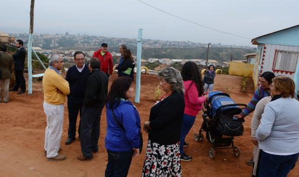Alcaldesa Virginia Reginato e intendente abordan en terreno soluciones para campamento Felipe Camiroaga