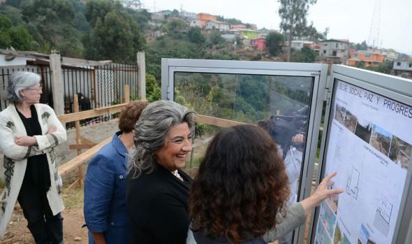 Colocación de primera piedra de sede social de JJVV de Nueva Aurora, fue encabezada por alcaldesa Virginia Reginato