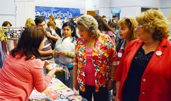 Compromiso con las mujeres viñamarinas renovó alcaldesa Virginia Reginato en Expo Mujer 2016