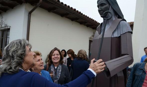 Imagen de Santa Teresa de Ávila fue bendecida en ceremonia encabezada  por alcaldesa Virginia Reginato
