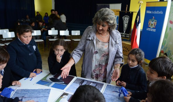 Escolares viñamarinos recibieron importante donación de juegos educativos de alcaldesa Virginia Reginato