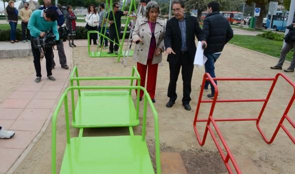 Municipio de Viña del Mar instala juegos inclusivos en el parque del borde costero