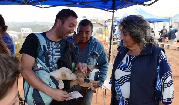 Campamento Felipe Camiroaga de Forestal fue beneficiado con operativo social de la Municipalidad de Viña del Mar
