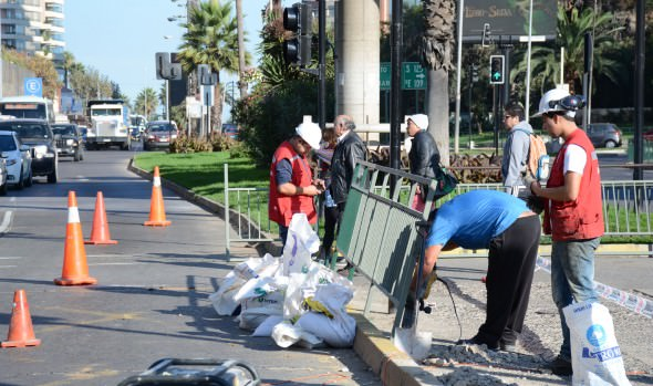 Municipio de Viña de Mar invierte $200 millones en mantener y reponer barreras peatonales