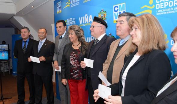 Colegios municipales viñamarinos recibieron importante apoyo económico para el desarrollo deportivo