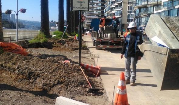 Municipio de Viña del Mar ejecuta trabajos de mejoramiento en estacionamientos de Av. La Marina
