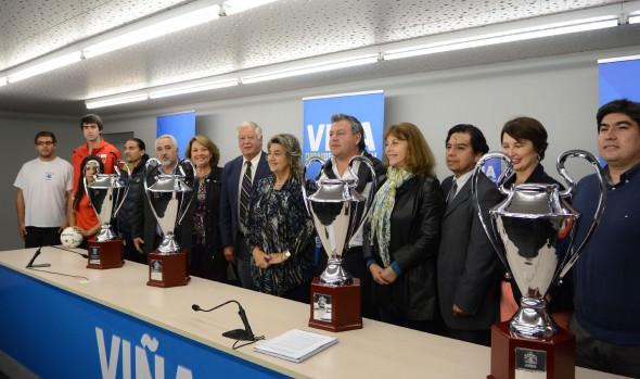 """Copas """"Viña ciudad del deporte"""" entregó alcaldesa Virgninia Reginato a 4 Asociaciones para  sus torneos oficiales"""