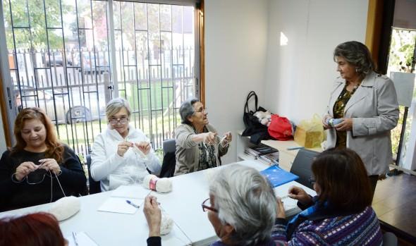 Gran interés en inicio de talleres del Día de la Mamá que ofrece el Municipio de Viña del Mar