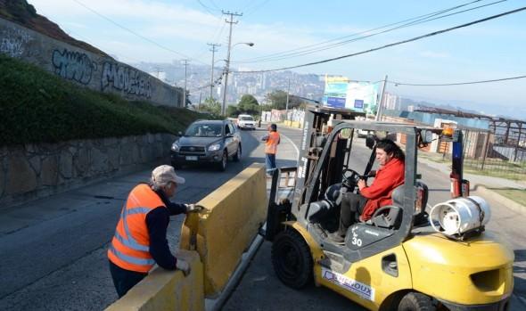 Municipio de Viña del Mar instala barreras de seguridad vial en Av.  Edmundo Eluchans
