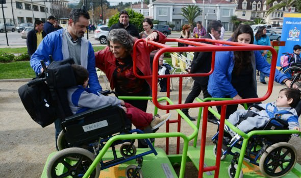 Primera plaza de juegos inclusivos de Viña del Mar inauguró alcaldesa Virginia Reginato