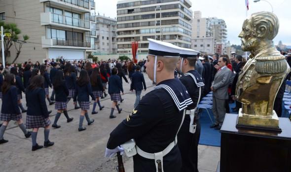 Estudiantes viñamarinos desfilaron en honor a las Glorias Navales