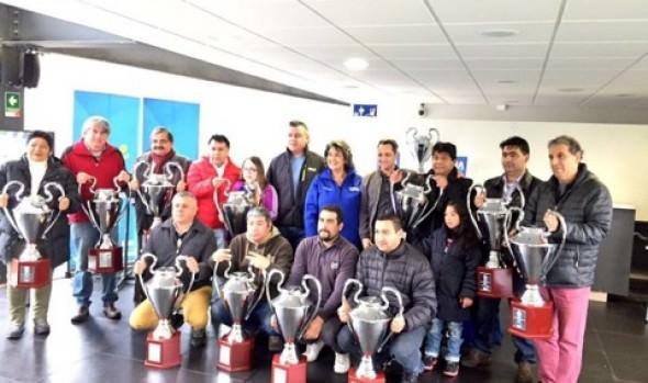 """Asociaciones de fútbol disputarán Copa """"Viña ciudad del deporte"""", trofeos fueron entregados por alcaldesa Virginia Reginato"""