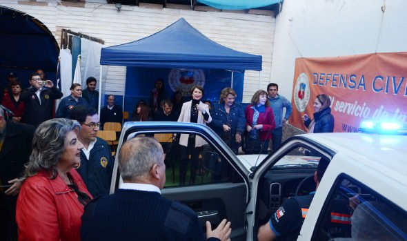 Director General de la Defensa Civil agradeció a alcaldesa Virginia Reginato apoyo a la institución durante entrega de camioneta