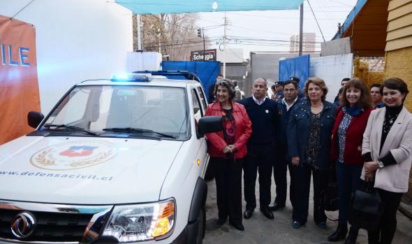 Director General de la Defensa Civil agradeció a alcaldesa Virginia Reginato apoyo a la institución durante entrega de camioneta