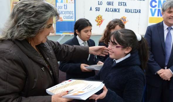 Estudiantes viñamarinos con discapacidad visual fueron beneficiados con textos braille y macrotipo para facilitar el aprendizaje