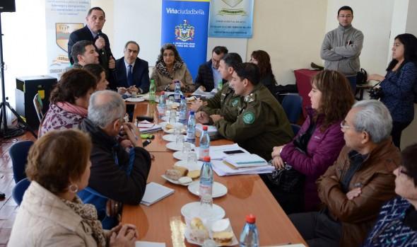 Para abordar temas de seguridad alcaldesa Virginia Reginato se reunió con vecinos de El Olivar