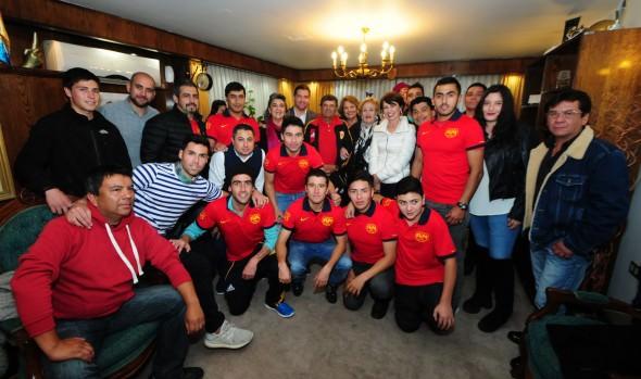Club Unión Glorias Navales recibió  apoyo de alcaldesa Virginia Reginato para final de Copa de Campeones