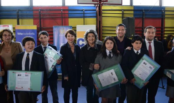 Más de mil estudiantes viñamarinos recibieron un computador de parte de alcaldesa Virginia Reginato, JUNAEB  y Seremia de educación