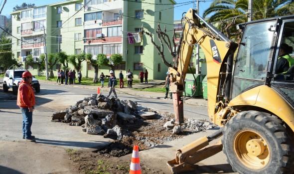 Municipio de Viña del Mar invierte $30 millones en mejoramiento de calzada en barrio de Limonares