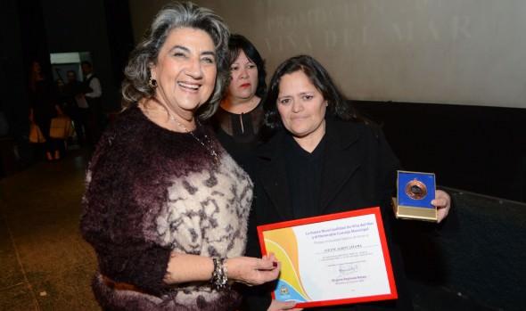 Reconocimiento por su constante apoyo al valorizar el rol de la mujer en la comuna recibió alcaldesa Virginia Reginato