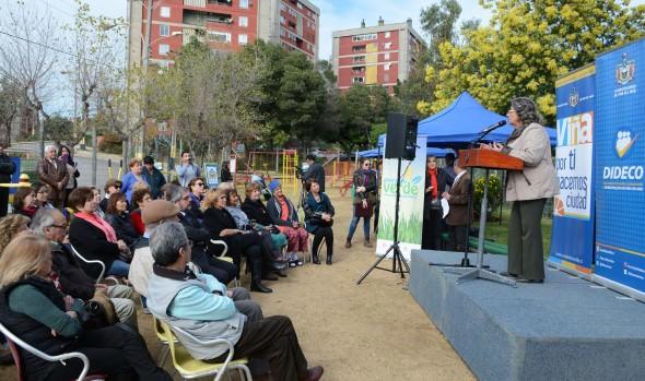 Nuevas máquinas de ejercicios y un recuperado espacio público entregó alcaldesa Virginia Reginato a comunidad de 7 Hermanas