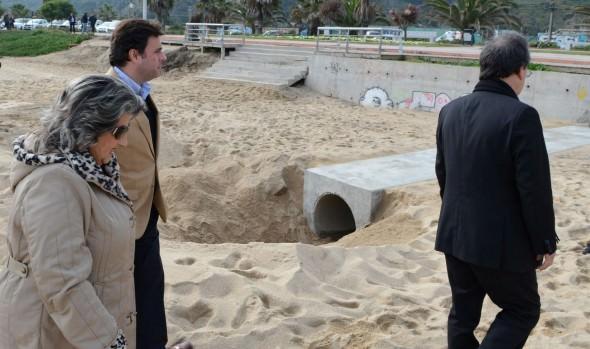 Reposición de colector destruido por marejadas  fue inspeccionado por alcaldesa Virginia Reginato