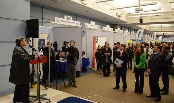 Oferta de 1.100 empleos atrajo gran cantidad de público a feria laboral organizada por Municipalidad  de Viña del Mar