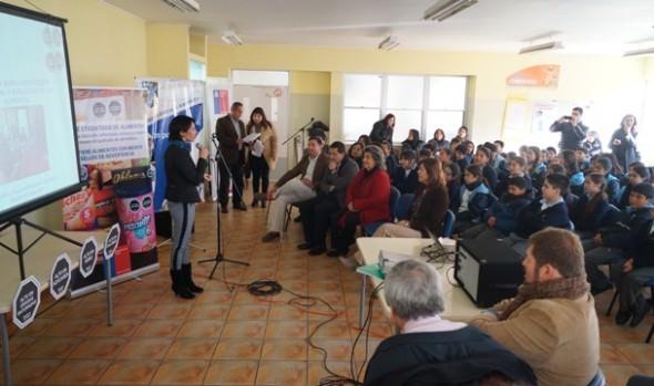 """Municipalidad de Viña del Mar y Seremi de Salud se unen para evitar consumo de productos  """"ALTOS EN"""" en planteles educacionales"""