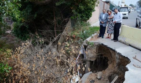 Municipio de Viña del Mar llamó a licitación para reparar dos socavones en Reñaca y Recreo