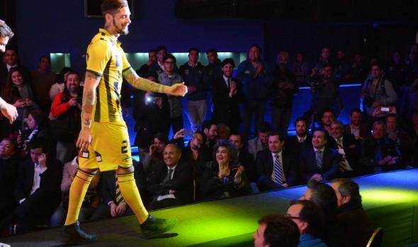 Nueva indumentaria deportiva de Everton fue destacada por alcaldesa Virginia Reginato